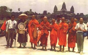 Dhammayietra walkers at Angkor Wat, Siem Reap 1992